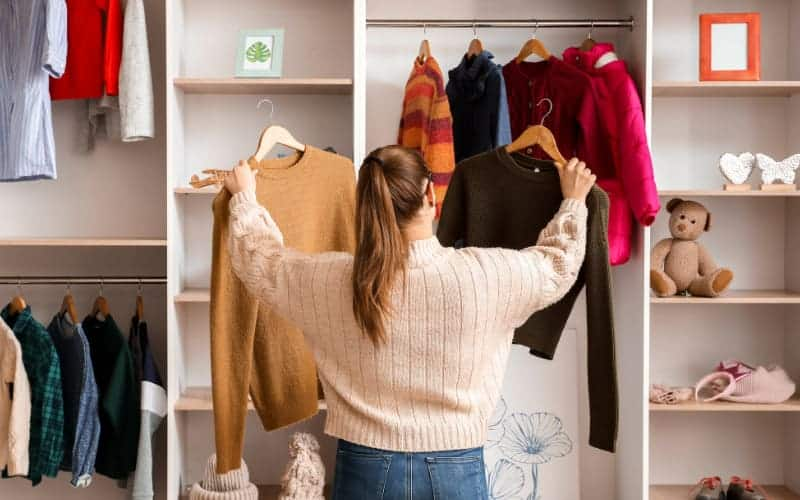 How to organize winter clothes in your wardrobe