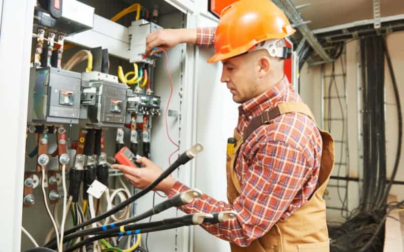 7 Points To Check To Make Sure You Hire The Right Electrician For Your Project